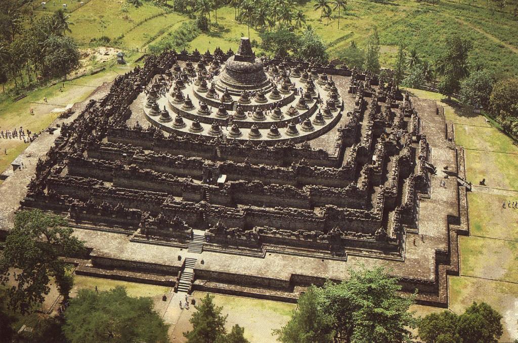 Candi Borobudur salah satu dari gugus Borobudur diakui oleh UNESCO sebagai warisan dunia.