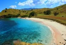 Pantai Merah atau Pink Beach di Pulau Komodo, Nusa Tenggara Timur