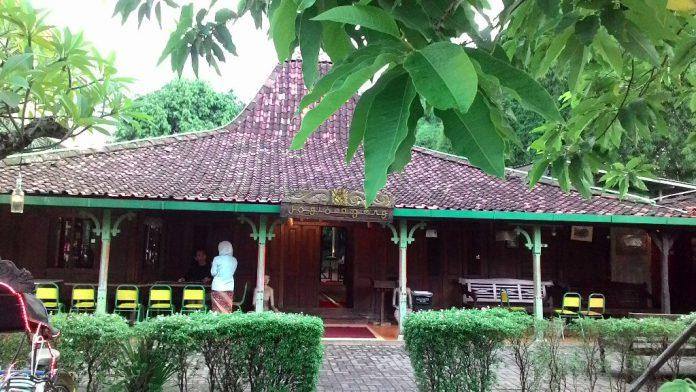 Rumah Adat Jawa Joglo