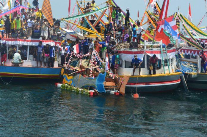 Tradisi Rokat Tase atau Petik Laut