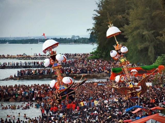 Kemeriahan festival Tabuik di Kota Pariaman, Sumatra Barat. (Foto: dofra-newsholic.blogspot.co.id)