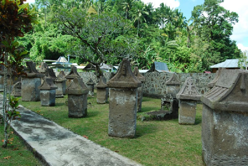 waruga jejak tradisi pemakaman minahasa di masa silam rh 1001indonesia net