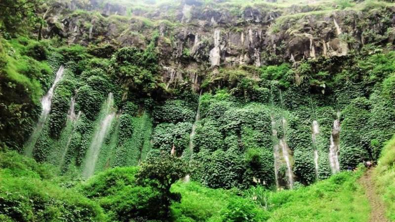 Wisata alam Air Terjun Sumber Pitu di Desa Pujon Selatan, Kecamatan Pujon, Kabupaten Malang.
