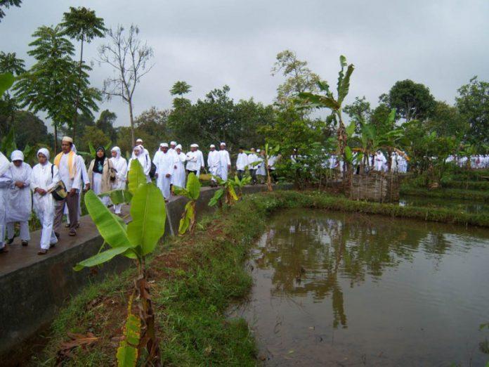 Tradisi Nyepuh Masyarakat Desa Ciomas, Kecamatan Panjalu, Kabupaten Ciamis, Jawa Barat.