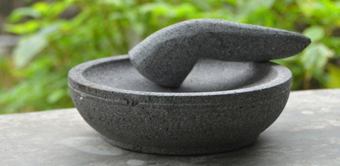 Alat Penghalus Tradisional: Cobek, Lesung, dan Lumpang