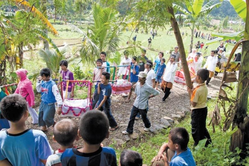 Gotong Royong Semangat Hidup Bersama Masyarakat Nusantara