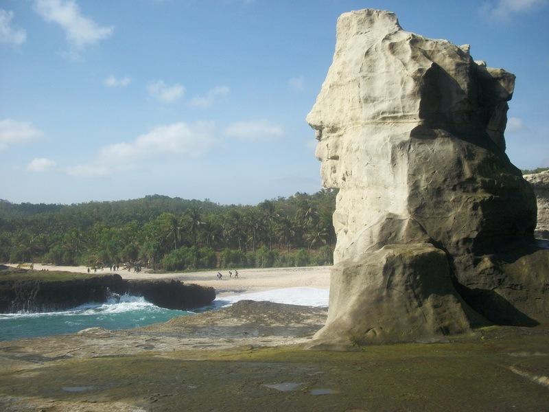 Patung Spinx di Pantai Klayar
