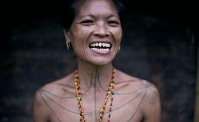 tradisi kerik gigi suku mentawai