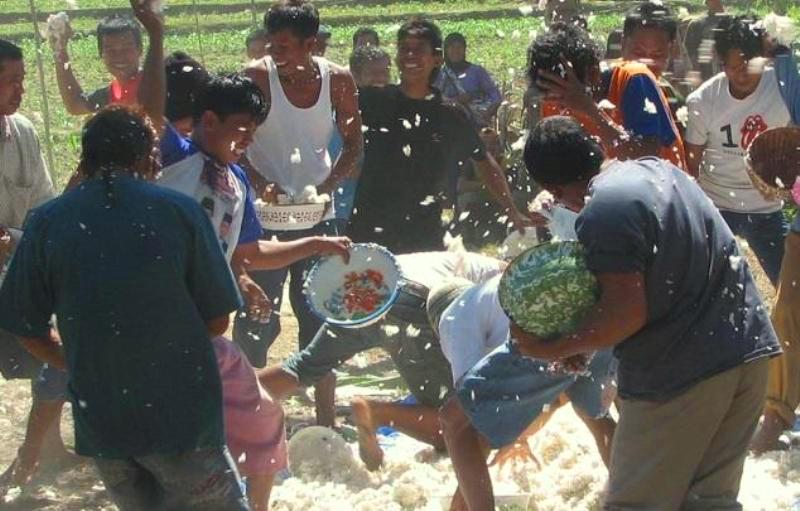 Tradisi Tawur Nasi Rembang
