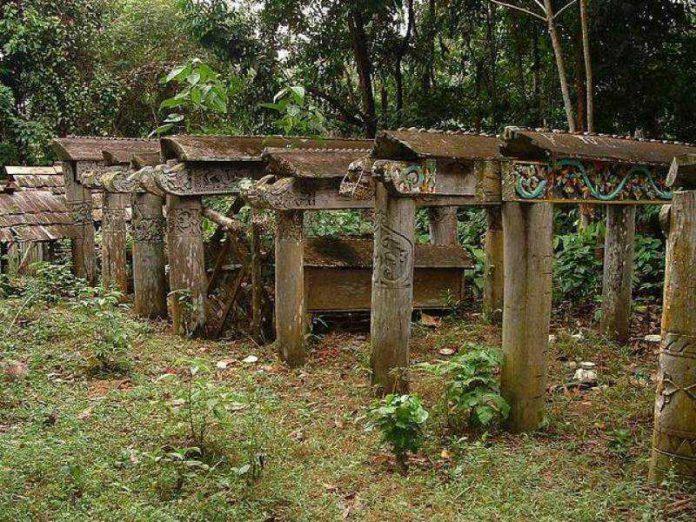 Kuburan di Atas Tanah Dayak Benuaq, Kalimantan