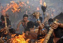 Tradisi Perang Api Lombok