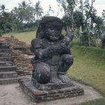 Arca Dwarapala di Kompleks Candi Penataran