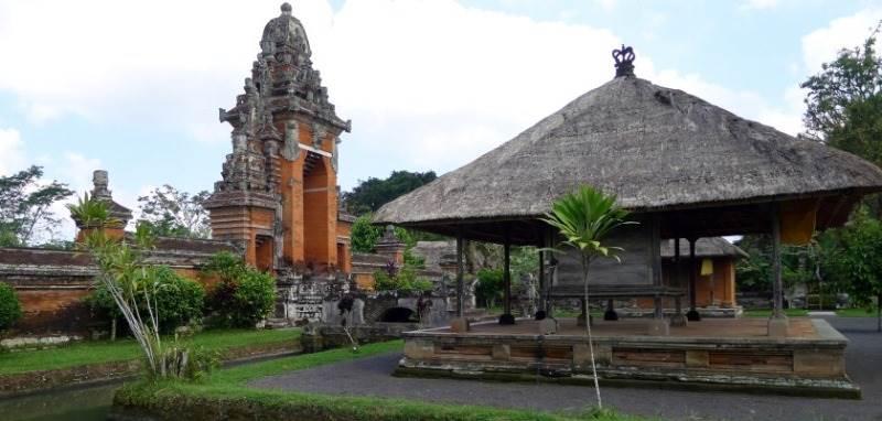 Wantilan Pura Taman Ayu