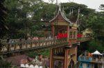 Jembatan Limpapeh menghubungkan Taman Margasatwa dan Budaya Kinantan dengan Benteng Fort de Kock