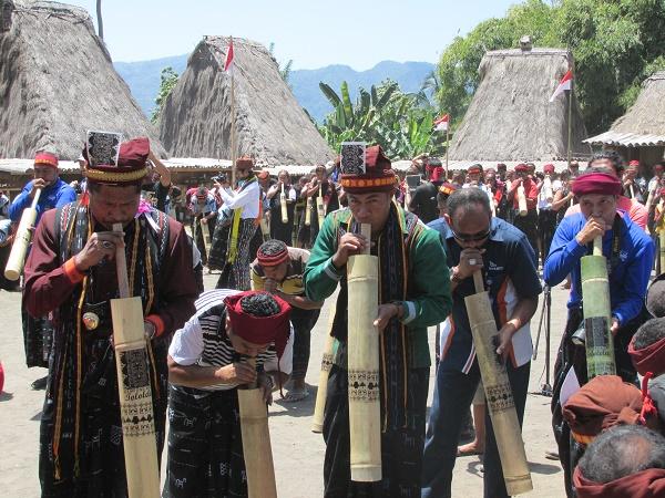 Bambu Bombardom, alat musik asli Gurusina