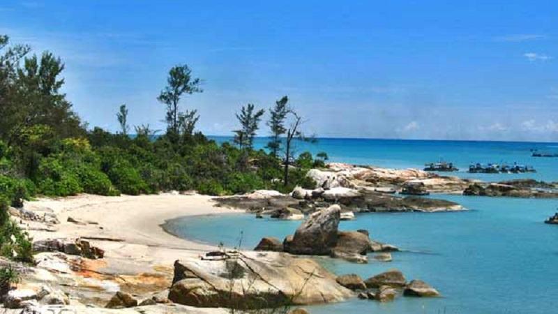 Pantai Punai di kawasan Geopark Belitung.
