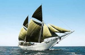 Kapal Pinisi (Sumber: arifrahman-hakim.blog.ugm.ac.id)
