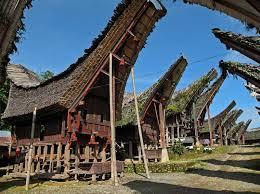Arsitektur Tradisional Indonesia: Rumah Panggung Tana Toraja (Sumber: indonesiawow.com)