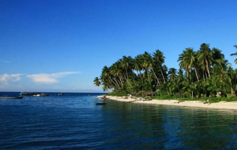 Pantai di Pulau Derawan (Foto: pecintaalam.net)