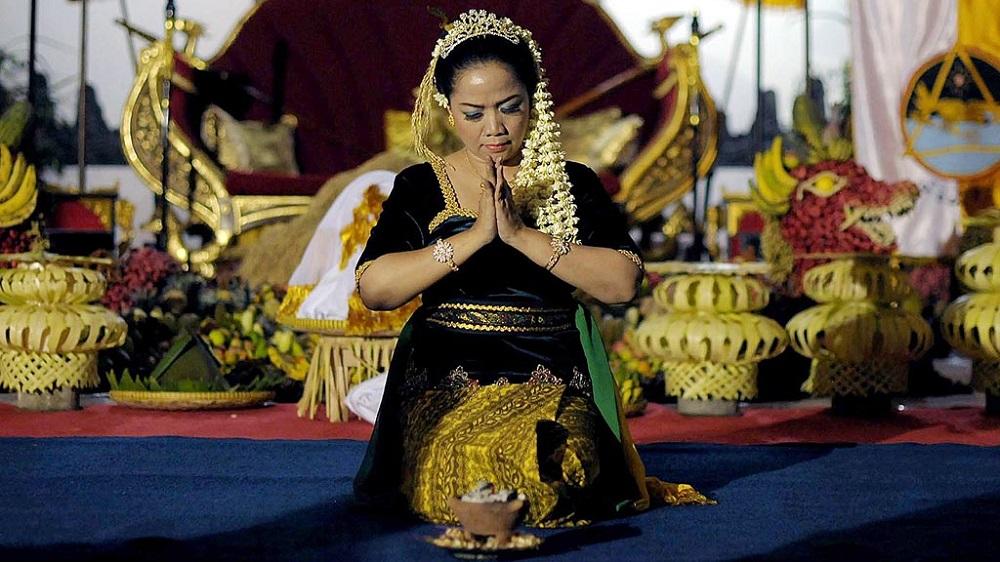 Tari Pwah Aci sebagai bentuk penghomatan terhadap Pwah Aci Sahyang Asri (Dewi Sri) yang telah memberikan kesuburan dan berkah yang melimpah bagi petani. (Foto: Kompas/Mohammad Hilmi Faiq)