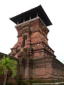 Menara Masjid Kudus (Foto: wikipedia)