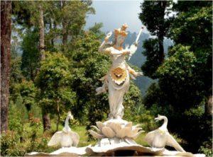 Patung Saraswati di Puri Taman Saraswati, Kompleks Candi Cetho (Foto: karanganyarkab.go.id)